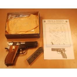 pistolet S&W 39-2